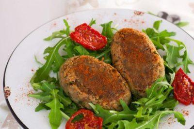 Низкокалорийные диетические котлеты с фасолью и овощами