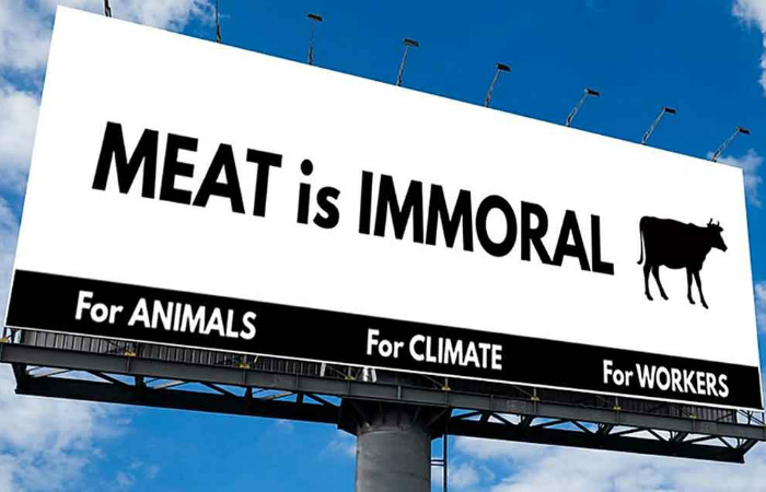 В Калифорнии из-за жалоб фермеров сняли провеганский билборд «Мясо - аморально»