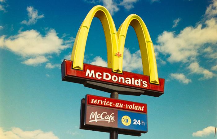 Коронавирус спасает куриц и коров: McDonald's в Ирландии и Великобритании закрывает все свои рестораны, Nando's аналогично