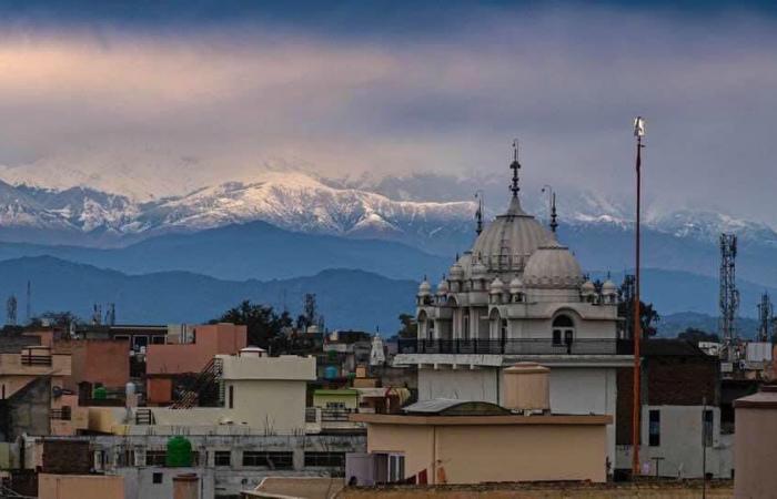 В Индии впервые за 30 лет люди увидели Гималаи благодаря снижению загрязнения воздуха
