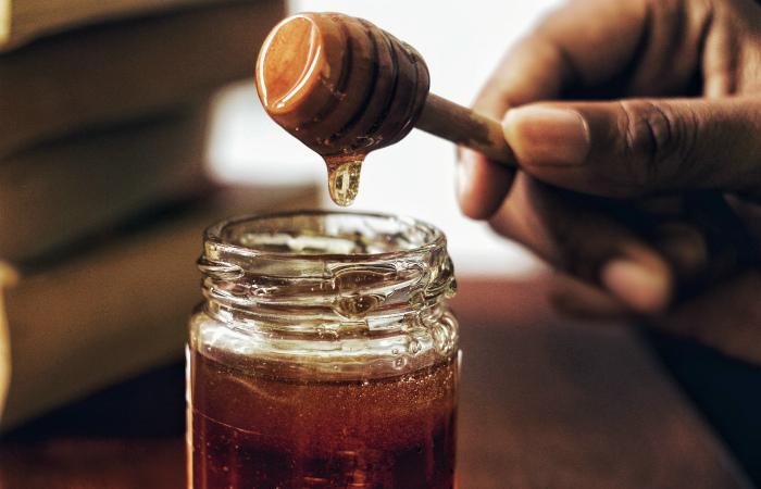 Английская ферма делает веганский мёд без участия пчёл