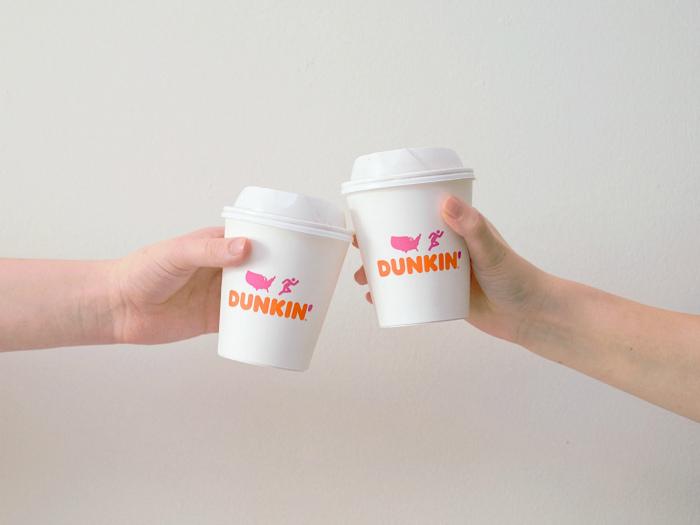 Кофейный гигант Dunkin' Donuts отказался от пластиковых стаканчиков